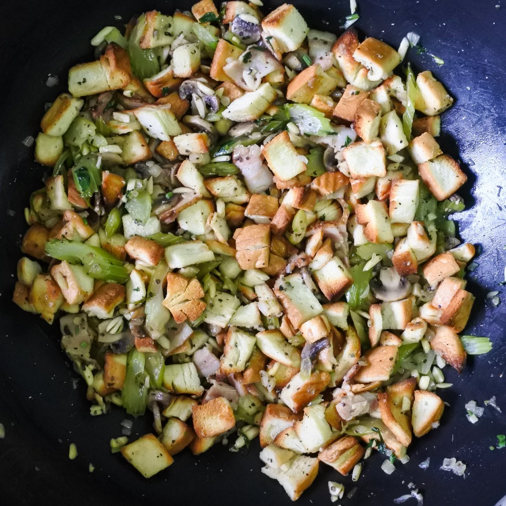 toasted bread pieces with seasoned vegetables