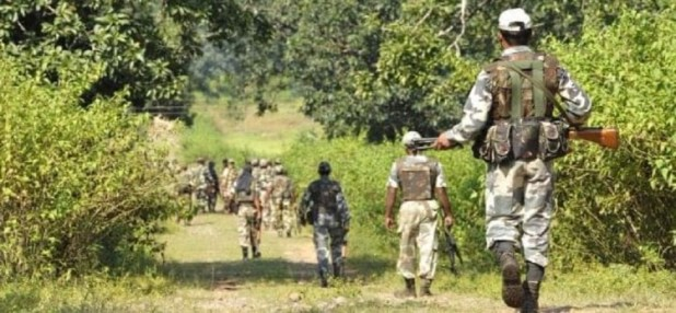 सुरक्षाकर्मी ने तीन साथियों पर गोली चलाई (File photo)
