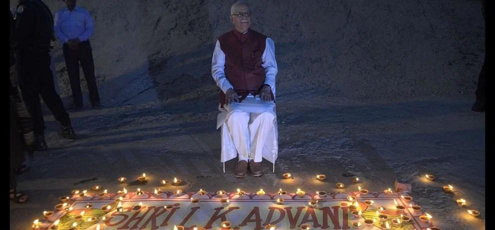 lal krishna advani celebrate birthday in very simple way at varanasi