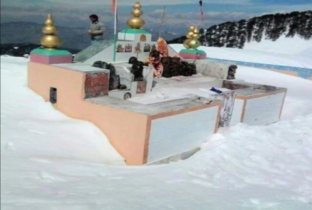 Unique Story Of Shikari Mata Temple In Mandi Of Himachal - हिमाचल में मां शिकारी के मंदिर और मूर्तियों पर नहीं टिकती बर्फ, ये है वजह - Amar Ujala Hindi News Live