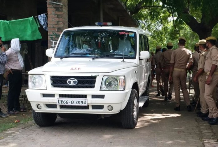 पुलिस छावनी में तब्दील कोर्ट