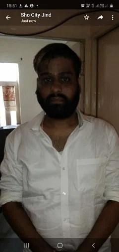 फर्जी आयकर अधिकारी गिरोह का सरगना मुनीष वर्मा, जिसने दो युवतियों को प्रशिक्षण देकर जींद भेजा था।