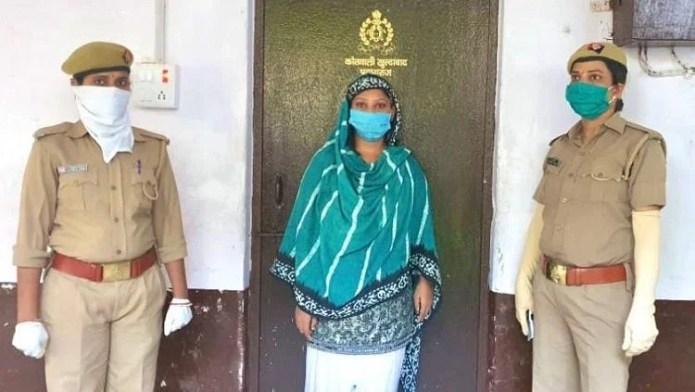 पुलिस की गिरफ्त में हीर खान।