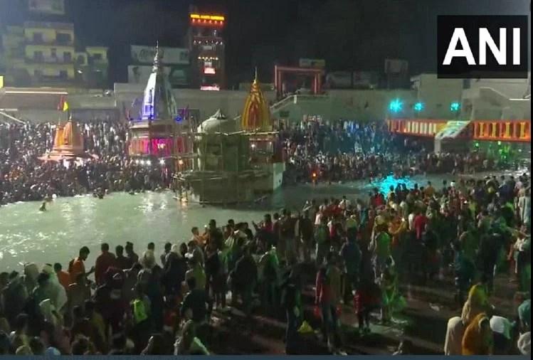 हरिद्वार : महाशिवरात्रि आज, शाही स्नान के लिए हर की पौड़ी पर उमड़ा श्रद्धालुओं का सैलाब