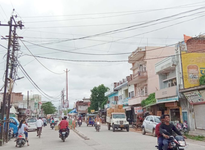 Electric wires swinging on the roads in the main road