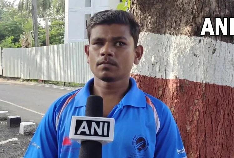 Gujarat: Blind Cricket World Cup 2018 Member Naresh Tumda Is Doing Wages,  Job Request To Cm Vijay Rupani - गुजरात: नेत्रहीन क्रिकेट विश्व कप 2018 की  टीम का हिस्सा रहे नरेश तुमदा