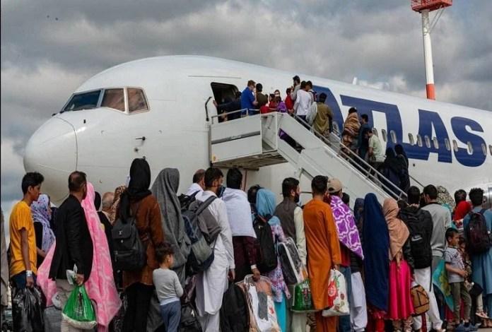 तालिबान के डर से अफगान नागरिकों में लगी थी देश छोड़ने की होड़