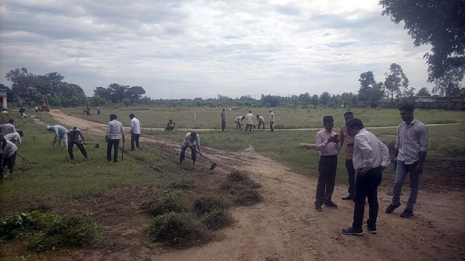 Due to the possibility of CM's visit to Kairana, workers and workers cleaning in Vijay Singh Pathik College