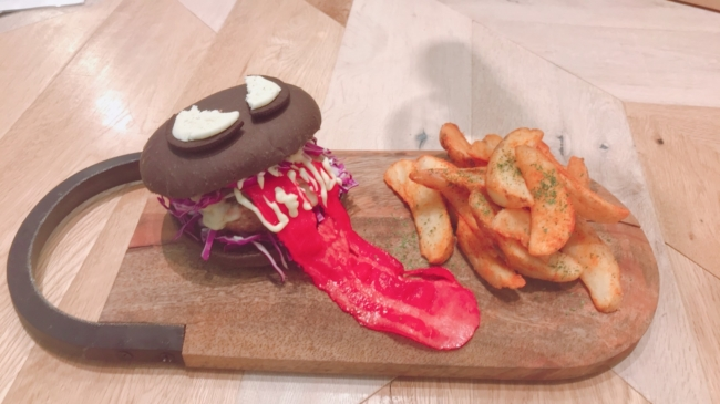 Parco - Venom Food - Venom Long Black Burger - Shikuoka - 01