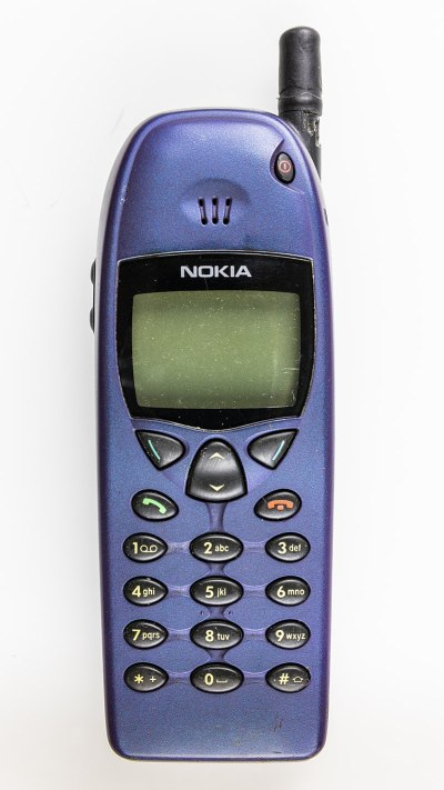 Nokia 6110. Bilde: Raimond Spekking / CC BY-SA 4.0 (via Wikimedia Commons).