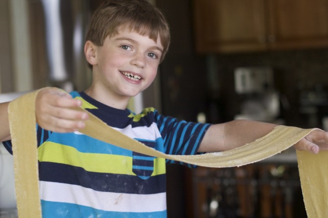 Make Homemade Egg Pasta Recipe from Spinach TIger
