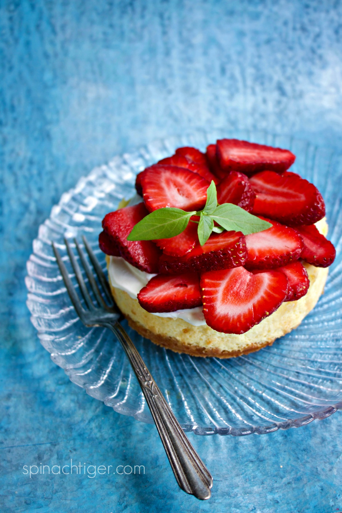 Keto Cheesecake for Two with Strawberries from Spinach Tiger