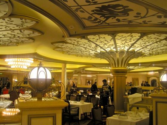 """Das Restaurant """"Royal Court"""" auf der Disney Fantasy"""