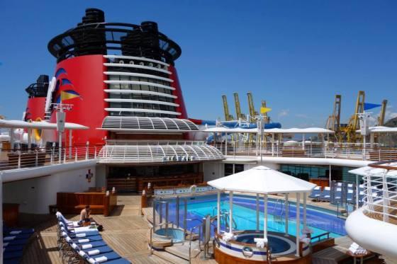 disney-cruise-magic-adult-pool-quiet-cove