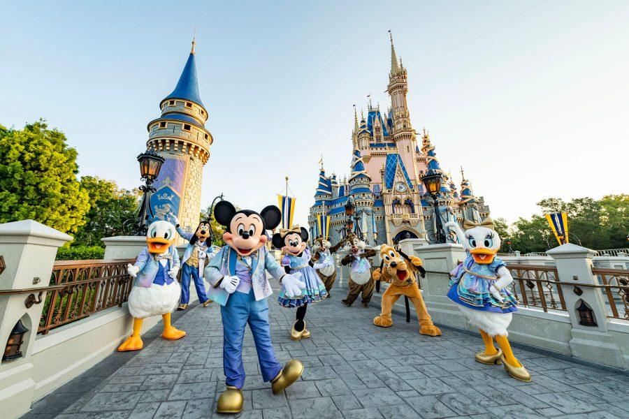 Walt Disney World Tipps und Tricks: Micky und seine Freunde vor dem Cinderella Schloss