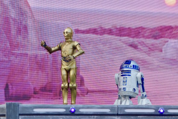disneyland-paris-season-of-the-force-star-wars-show-c3po-r2d2