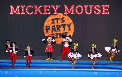 weihnachten-disneyland-paris-surprise-for-mickey-1