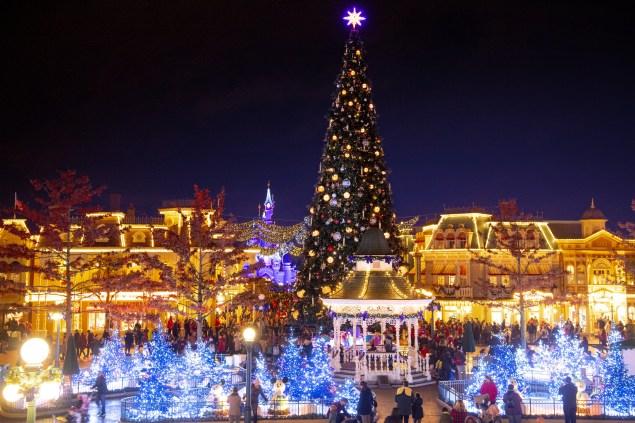 weihnachten-disneyland-paris-weihnachtsbaum-2