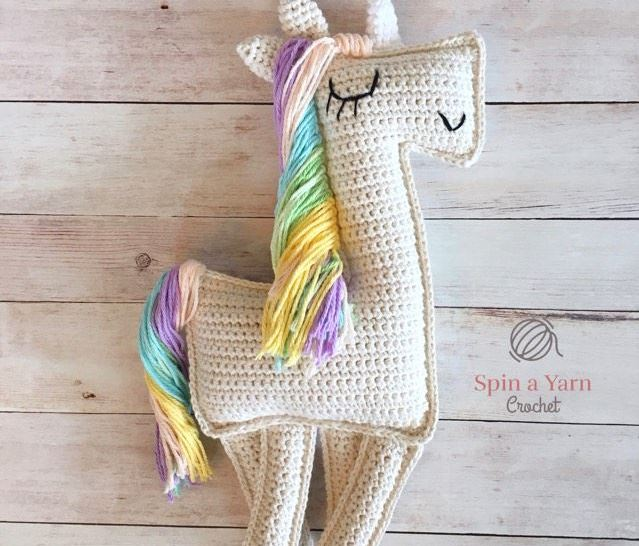 Free Crochet Unicorn Pattern - thefriendlyredfox.com | 546x639