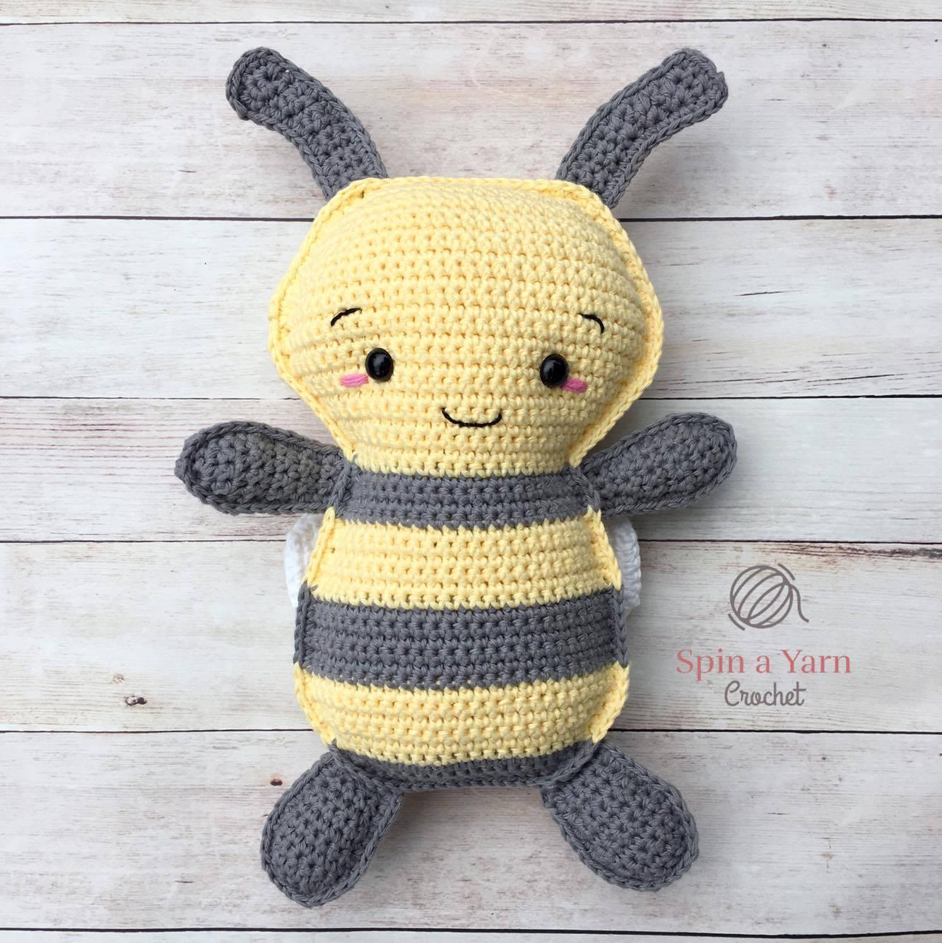 Crochet Bee Pattern - thefriendlyredfox.com | 1334x1333