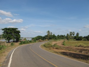 The road after leaving Si Chiangmai