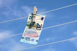 some money hanging on a washing line. Join spinmyplates.com today fior loads of great stuff for sole-traders in UK