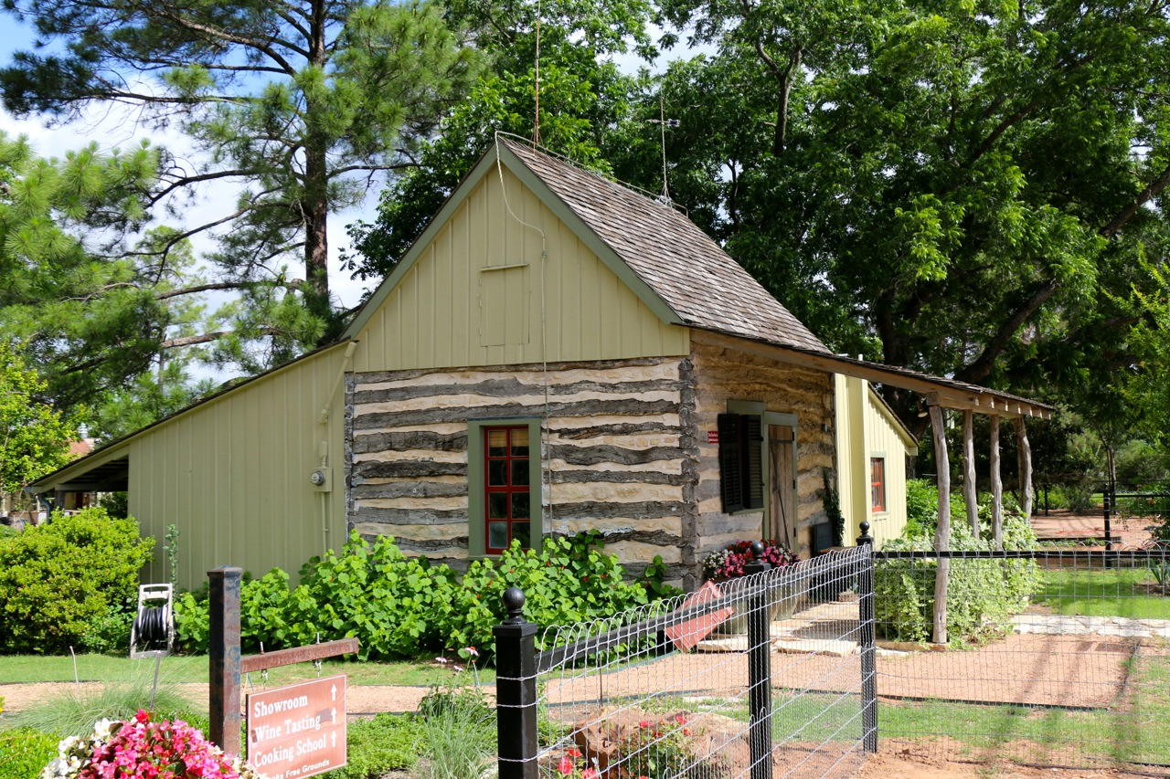 small pioneer home, Fredericksburg