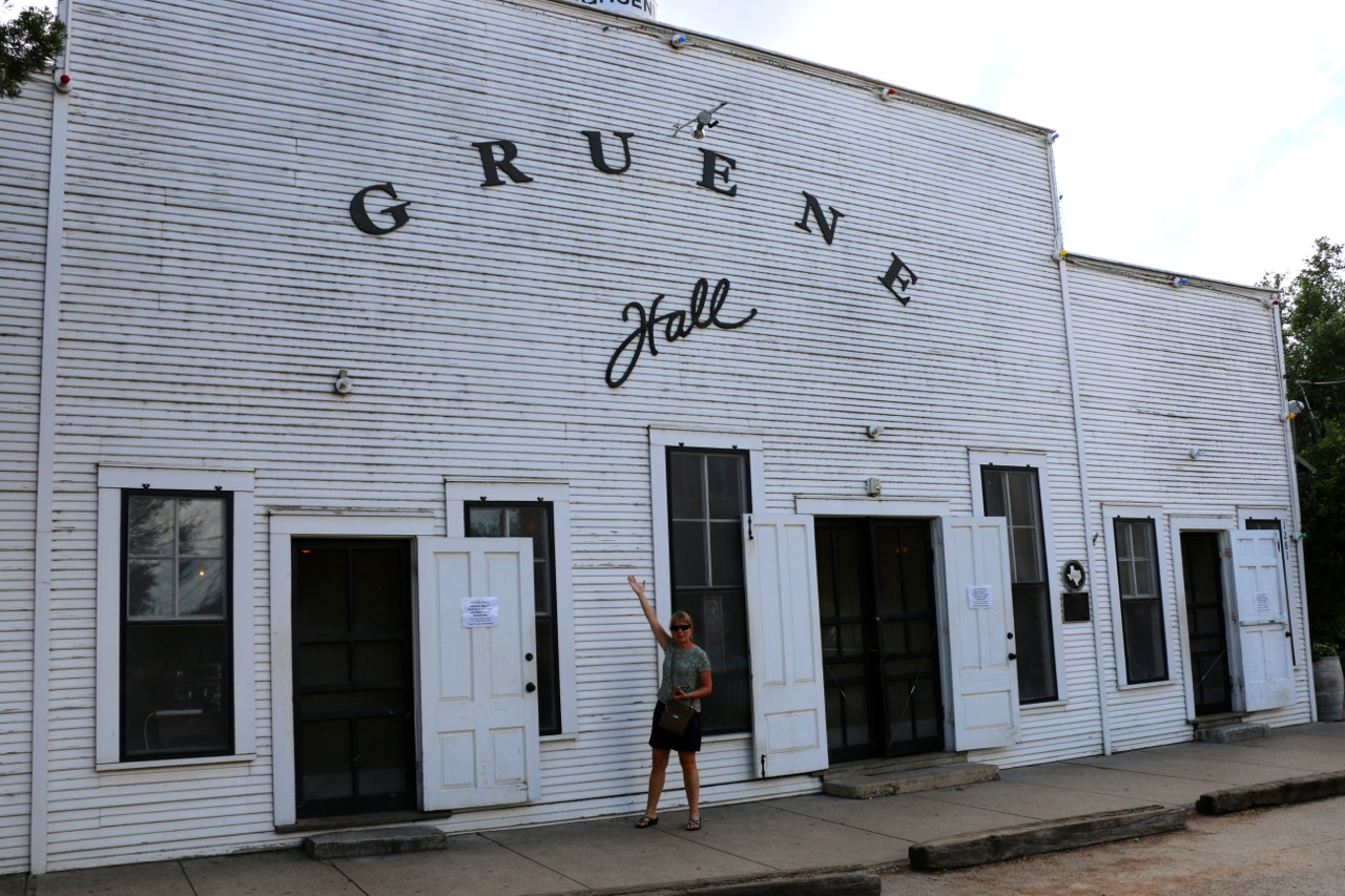 Texans love their dance halls!