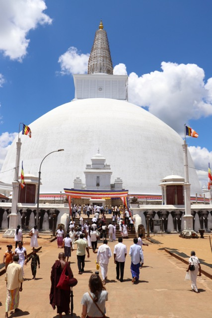 How NOT to visit Anuradhapura - spinthewindrose.com
