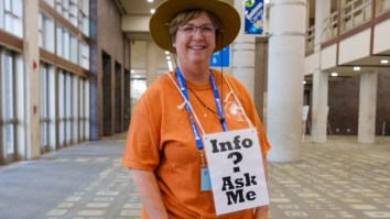 Volunteer Kim Lehnhoff from Lake Jackson, Texas. Image: Gary Allman