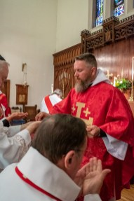 The Rev. Bradley Heuett serving his first communion as Fr. Brad. On Saturday, May 18, 2019, Christ Episcopal Church Springfield hosted the Ordination to the Sacred Order of Priests of the Rev. Bradley Heuett and the Rev. Chandler Jackson. Image credit: Gary Allman