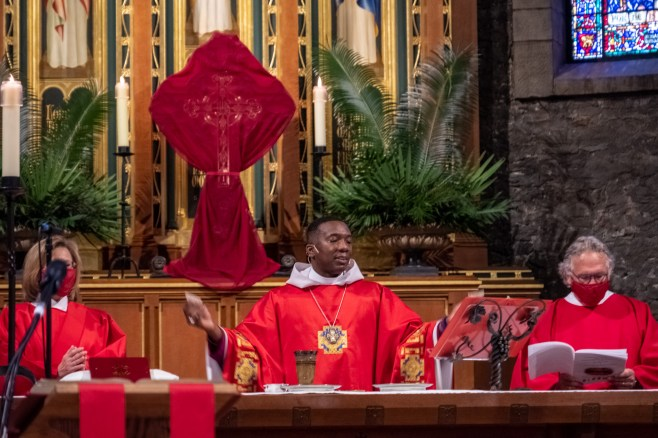 Bishop Deon Johnson, Diocese of Missouri, The Episcopal Church, officiates at the Holy Communion held at Grace and Holy Trinity Cathedral on Tuesday, March 30, 2021. Image credit: Gary Allman, The Diocese of West Missouri
