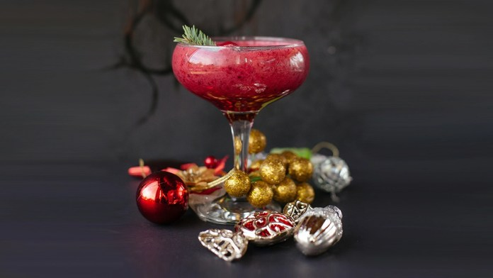 15 Winter Cocktails Perfect For Lighting Up The 2020 Holiday Season