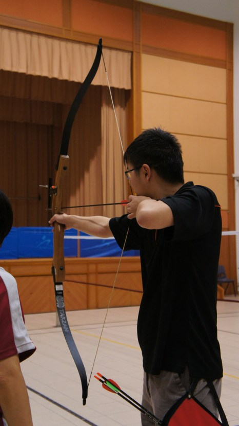 Left-handed bow: Right hand holds the bow while left hand pulls the string