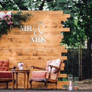 wooden backdrops for weddings in Tuscany