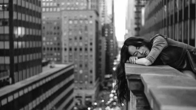 寝る女性 惰眠 睡眠
