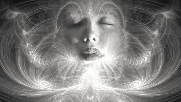 霊 憑依 神秘