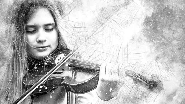 ヴァイオリンを弾く女性