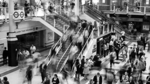 忙しい 混雑 階段 エスカレーター 人混み