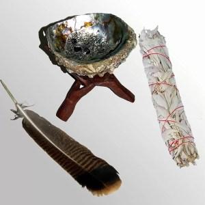 sauge blanche et sa coquille d'ormeau et plume de dindon