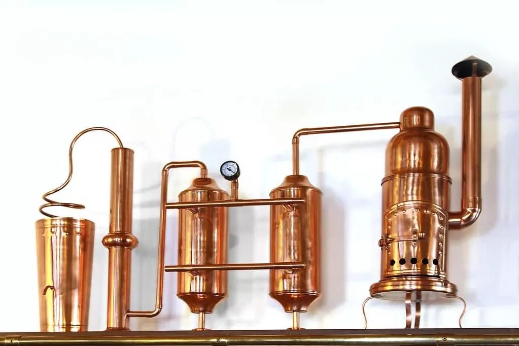 Alambic pour fabrication des huiles essentielles