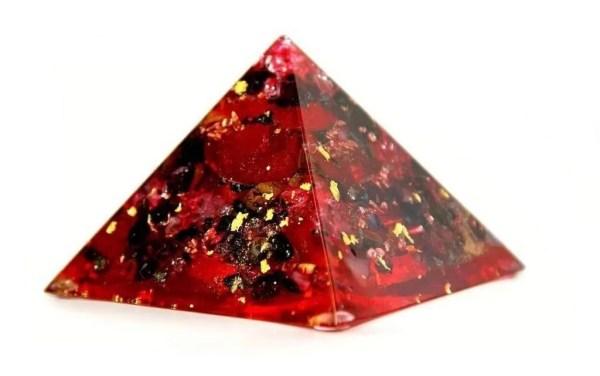 Orgonite rouge de qualité supérieure.