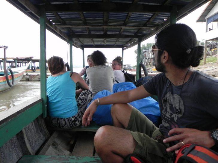 ドンデットへ向かうボート