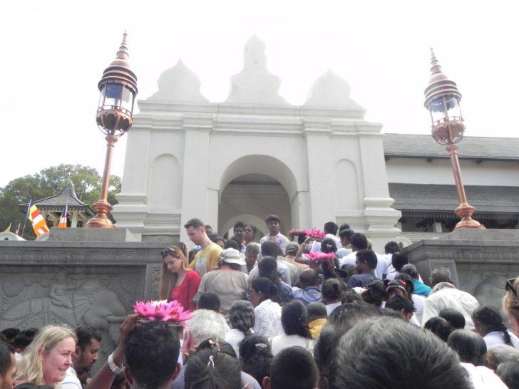 プージャの時の仏歯寺