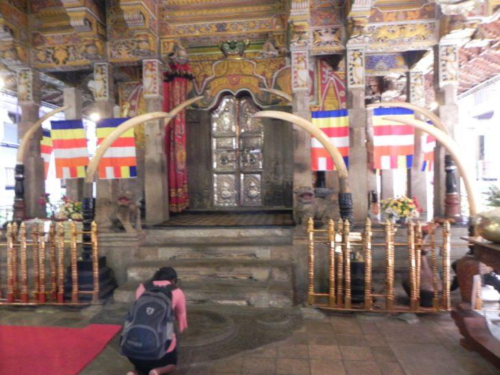 仏歯寺の本堂