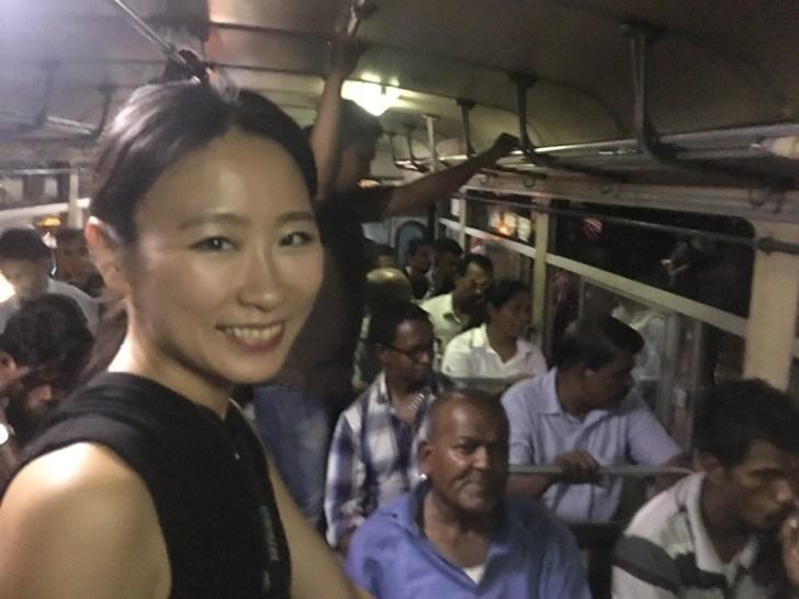 スリランカのバスの車内