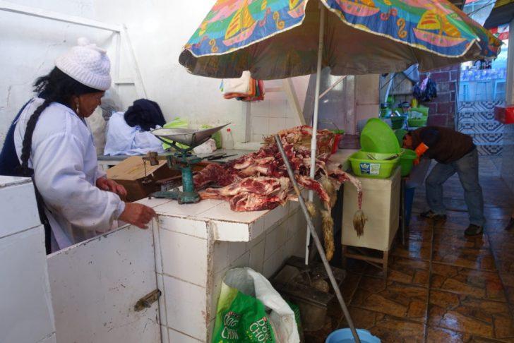 こんな風に生の肉を売ってるのを見たら食べれなくなる人もいるのだろう。理解はできる。(食べるけどね!)