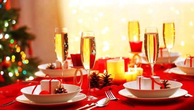 Δημιουργήστε ένα Λαμπερό Χριστουγεννιάτικο Τραπέζι