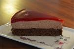 Chokoladekage med chokolademousse og hindbærgelé