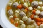 Klar suppe med kød- og melboller